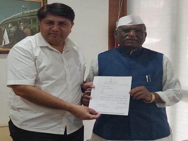 NCP's Vaibhav Pichad submitting his resignation letter to Maharashtra Speaker Haribhau Bagade on Tuesday. (Photo/ANI)