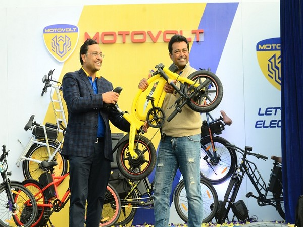 Tushar Choudhary, Founder Director, Motovolt Mobility Pvt Ltd & Executive Director, Himadri Speciality Chemical Ltd and Leander Paes, at the launch of India's First Smart E-Cycle Range.