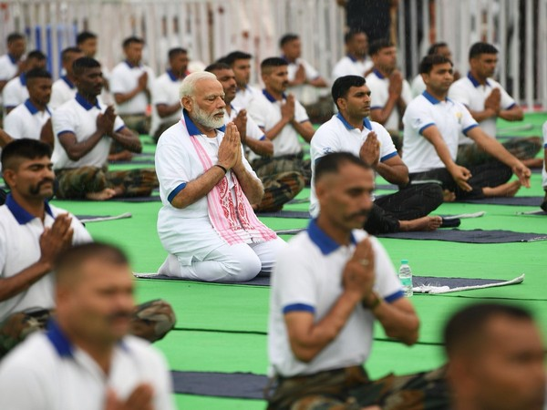 PM Narendra Modi performing yoga along with nearly 30,000 people at an event in Ranchi on Friday. (Photo/Twitter@NarendraModi)