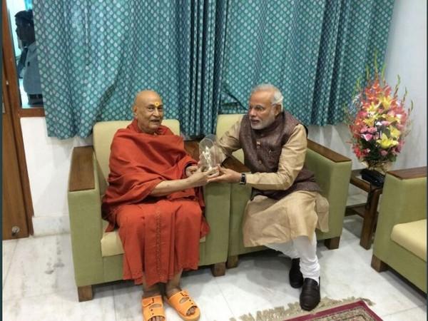 Prime Minister Narendra Modi with Swami Satyamitranand Giri. (Photo-Narendra Modi twitter)