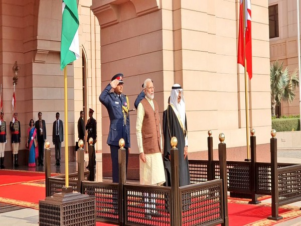 PM Modi was extended ceremonial welcome at the Al Gudaibiya Palace on Saturday