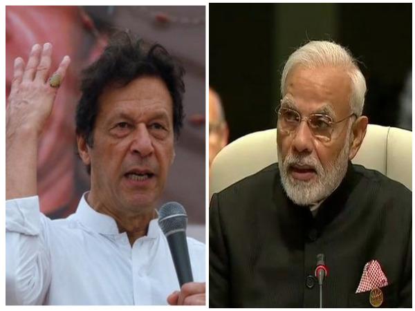Pakistan Prime Minister Imran Khan and Indian Prime Minister Narendra Modi (File photo)