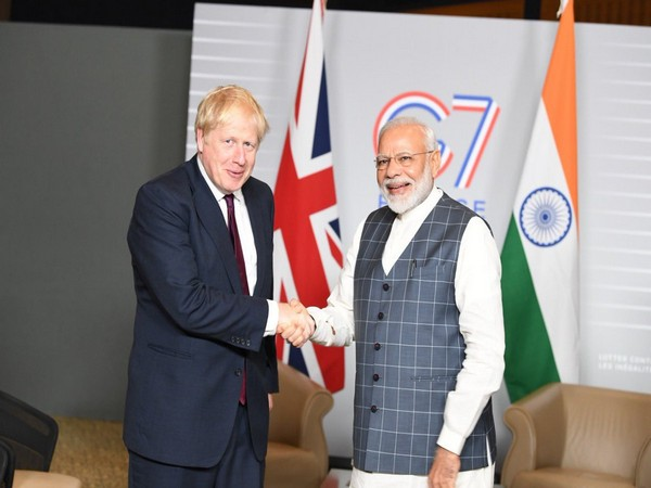 Prime Minister Narendra Modi (L) and his UK counterpart Boris Johnson