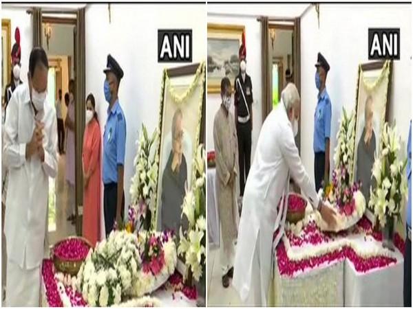 Vice President Venkaiah Naidu (L) and Prime Minister Narendra Modi (R) paid their tribute to former President Pranab Mukherjee at his residence, 10 Rajaji Marg. [Photo/ANI]