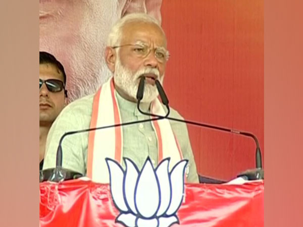 Prime Minister Narendra Modi addressing election rally at Deoria on Sunday