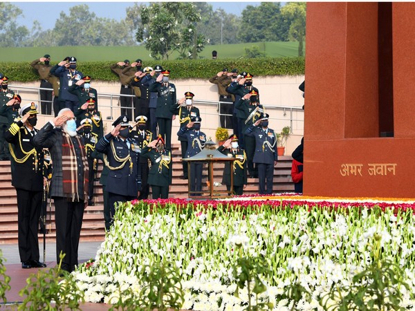PM Modi saluting fallen soldiers at the National War Memorial on Wednesday. (Photo source: Twitter/Narendra Modi)