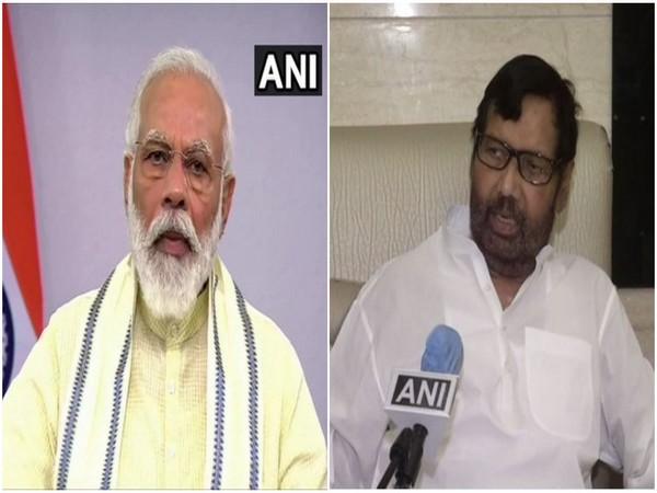 Prime Minister Narendra Modi (left), Union Minister Ram Vilas Paswan (right).