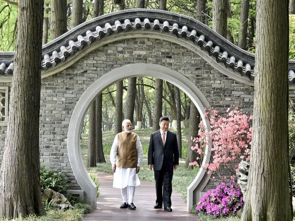 Prime Minister Narendra Modi, Chinese President Xi Jinping taking a stroll along the East Lake in Wuhan on April 28 last year (file photo)