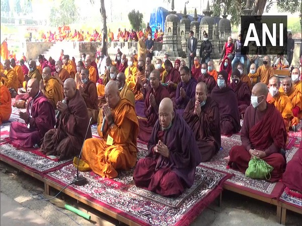 Monks performing prayers at Mahabodhi Mahavihara Temple in Gaya district of Bihar. (Photo/ANI)