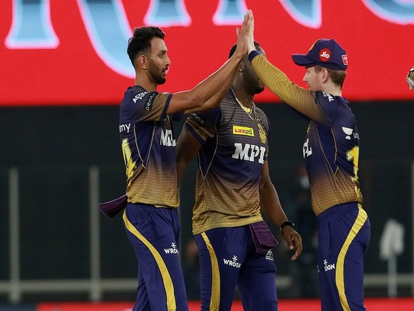 KKR players celebrate after taking a wicket (Photo/ IPL Twitter)