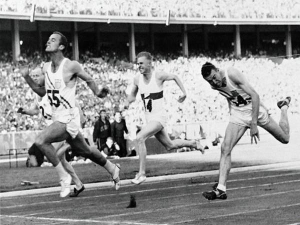 Bobby Morrow (lead runner) (Photo/World Athletics Twitter)