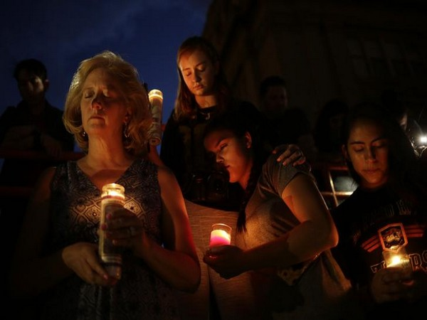 Mourners after the El Paso shooting in Texas on Aug 3 (Photo/Reuters)