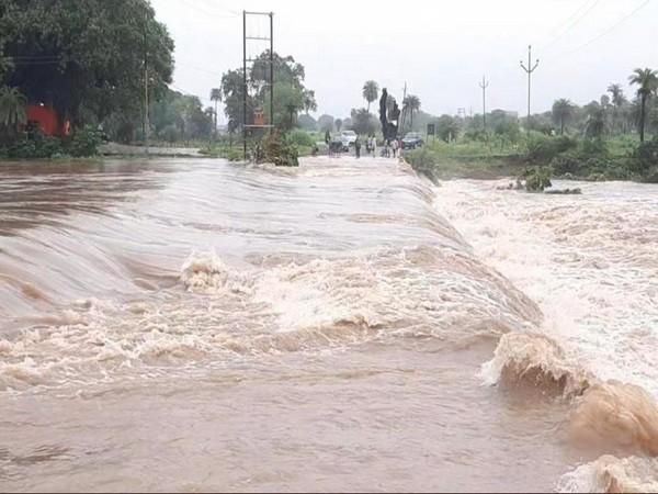 Karbala Bridge submerged due to heavy rains in Sehore [Photo/ANI]