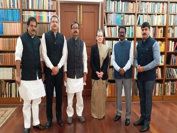 Shiv Sena MPs met Sonia Gandhi in New Delhi on Monday