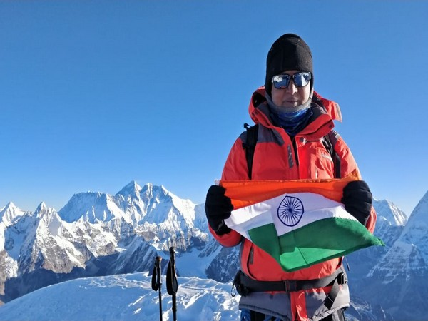 Umesh Zirpe unfurles the Tricolor at a height of 6,476 meters at Mount Mera on Friday. Photo/ANI