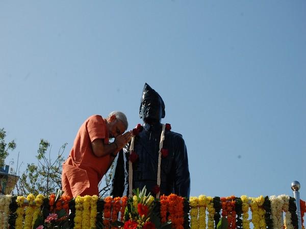 PM Modi tweets about Parakram Diwas on Saturday (Picture credit: Twitter/ Narendra Modi)