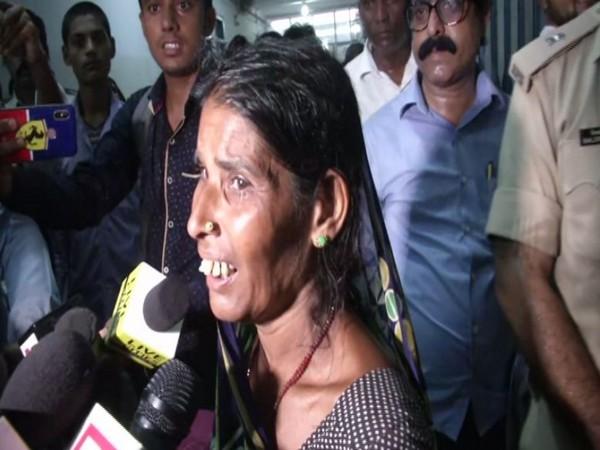 Mother of deceased child Nisha speaking to reporters in Muzaffarpur, Bihar.