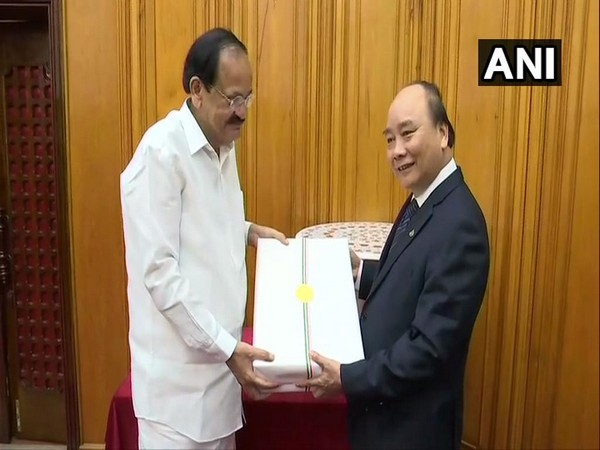 Vice President M Venkaiah Naidu (left) exchanged gifts with Vietnamese Prime Minister Nguyen Xuan Phuc (right) at the end of their meeting in Hanoi, Vietnam on Saturday