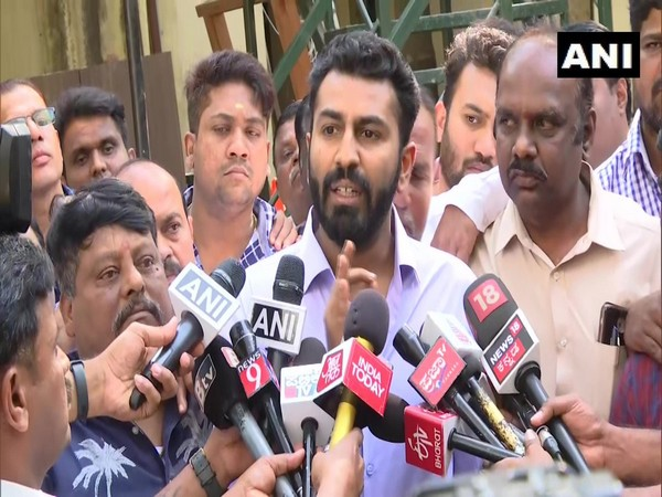 Mohammed Nalapad talking to media persons in Bengaluru on Wednesday
