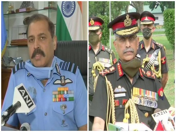 Indian Air Force Chief RKS Bhadauria and Army Chief General Manoj Mukund Naravane. (File photo)