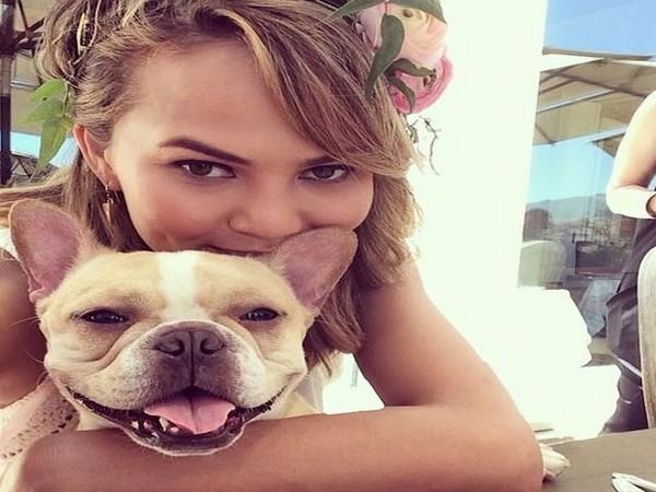 Chrissy Teigen with her dog Pippa (Image Source: Instagram)