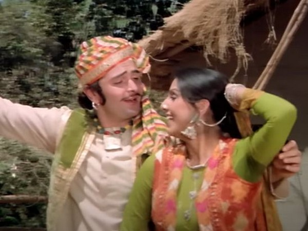 Rishi Kapoor and Neetu Kapoor in a still from 'Tere Naam Tere Naam' song (Image Source: Youtube)
