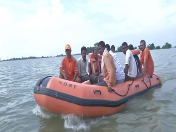 NDRF team along with villagers in Darbhanga on Saturday. Photo/ANI