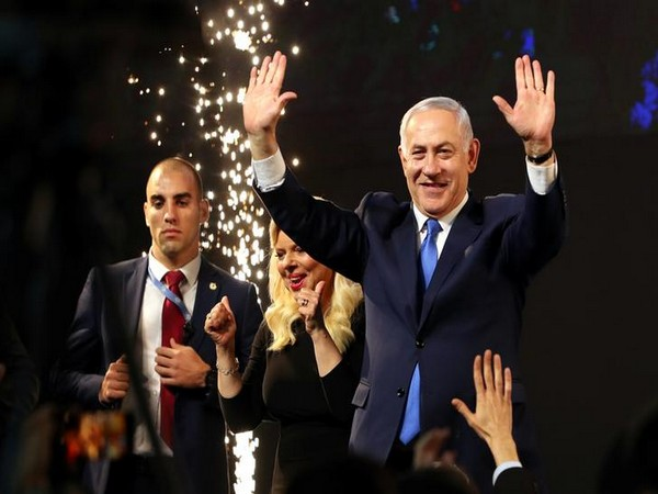 Likud Party Chairman Benjamin Netanyahu, his wife Sara, at the party headquarters in Tel Aviv, Israel on Apr 10 (Image source: Reuters)