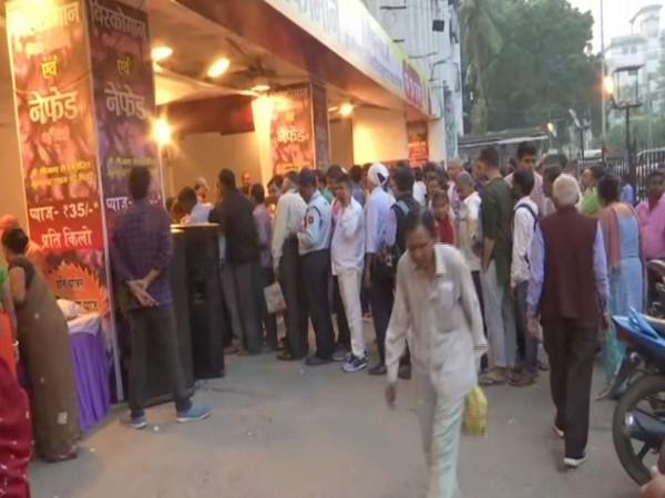 Long queue outside Patna Secretariat for onions in Bihar . Photo/ANI