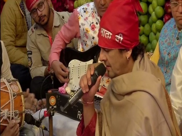 Sonu Nigam performing bhajan at Vaishno Devi shrine