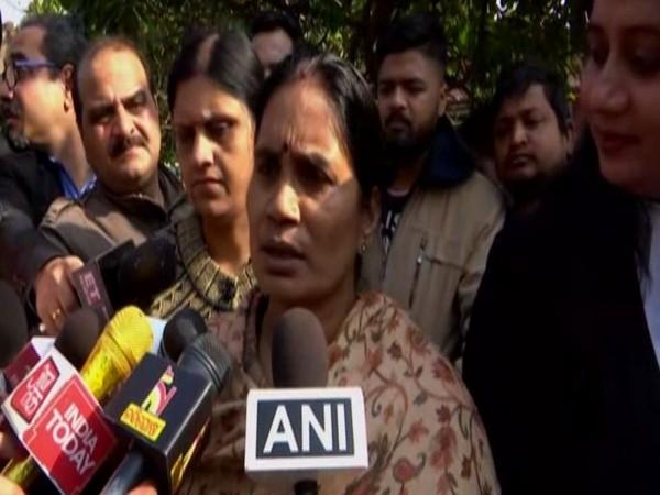 Nirbhaya's mother Asha Devi talking to reporters in New Delhi on Wednesday (photo/ANI)