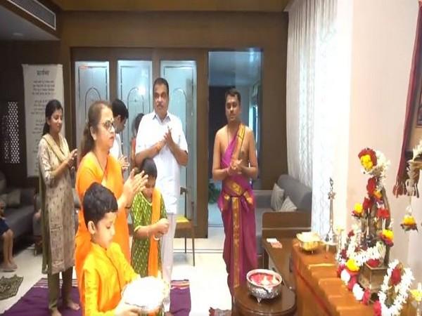 Union Minister Nitin Gadkari worshipped Lord Ram at his Nagpur residence on Wednesday. [Photo/ANI]