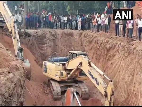 Rescue operations continue to save a 3-year old boy, who fell into an open borewell on Wednesday in Niwari district. (Photo/ANI)