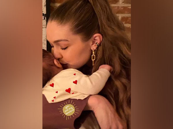 Gigi hadid and her daughter (Image courtesy: Instagram)