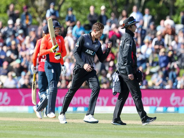 New Zealand cricket team in action against England (Photo/ Blackcaps' twitter)