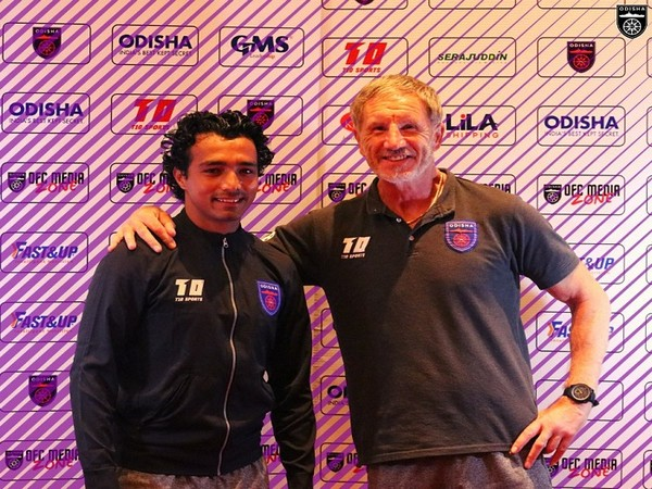 Rakesh Pradhan and coach Stuart Baxter (Image: Odisha FC)