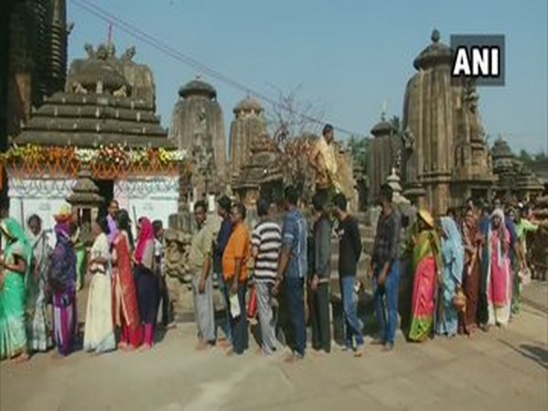 People standing in long queue to offer prayers to Lord Shiva in Odisha. Photo/ANI