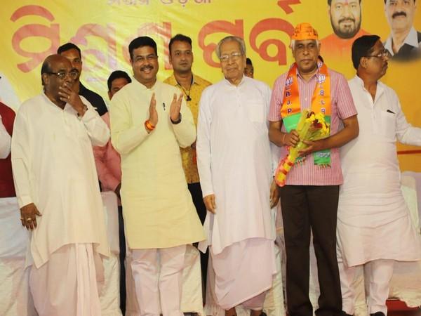 Former Odisha DGP Prakash Mishra joined the BJP in Bhubaneswar on Sunday. Photo/ANI