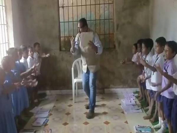 A video grab of Prafulla Kumar Pathi teaching students in Odisha. Photo/Facebook
