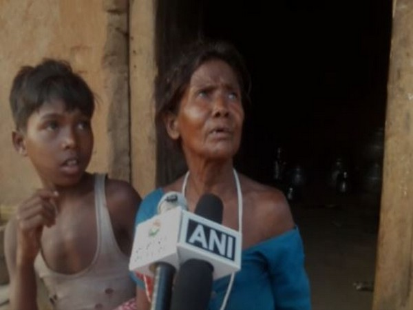 73-years-old Kaate Poyam with her grandson (12) speaks to media in Dantewada on Tuesday [Photo/ANI]