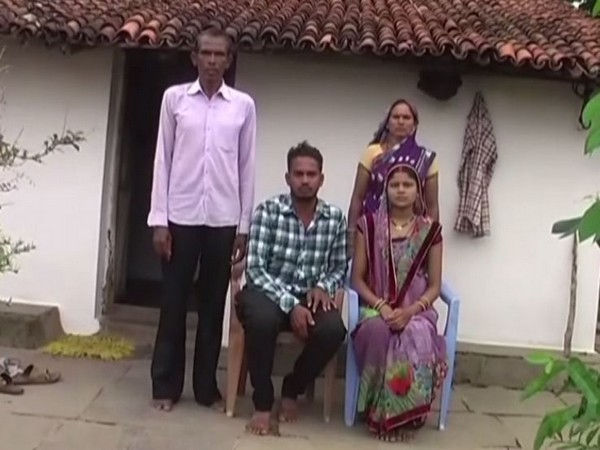 The complainant Ramesh Nirnalkar, with his family (Photo/ANI)