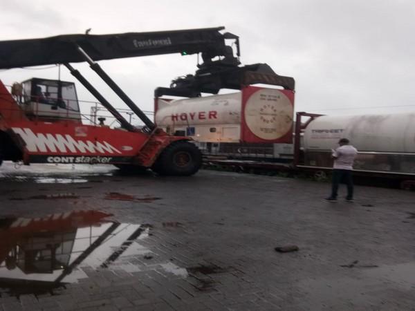 Indian Railways loading 200 metric tonnes of liquid medical oxygen to Bangladesh