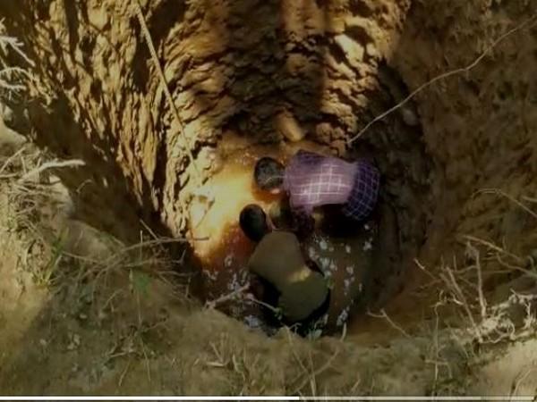Children in Karnataka dug well to combat water scarcity [Photo/ANI]