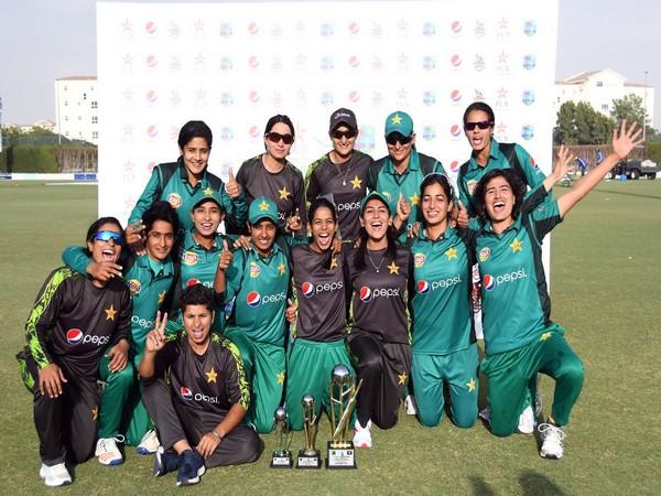Pakistan women's team (Credit: Bismah Maroof's Twitter)