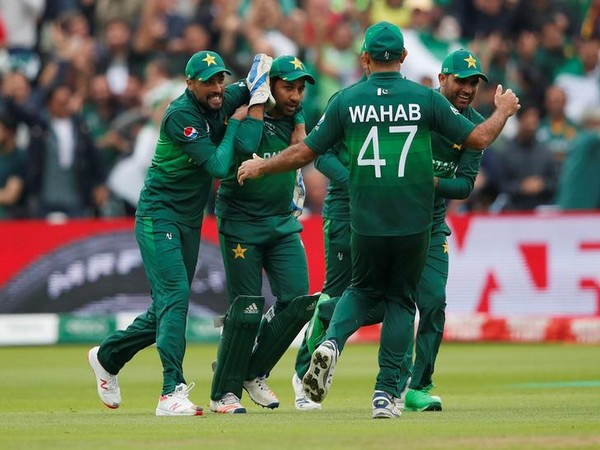 Pakistan team celebrates a wicket against New Zealand