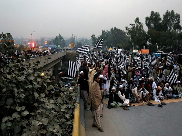 JUI-F protesters were seen blocking the  Grand Trunk Road in Pakistan on November 14