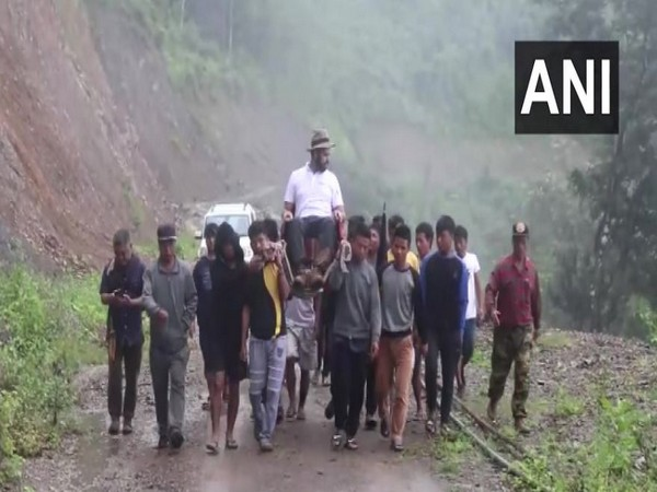 Villagers of Tisopi gives the DM Bhupesh Chaudhary a palaquin ride on August 27 in Mizoram. Photo/ANI