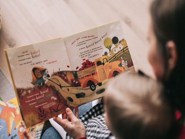 Reading with toddlers linked to better parenting, enhanced child behaviour