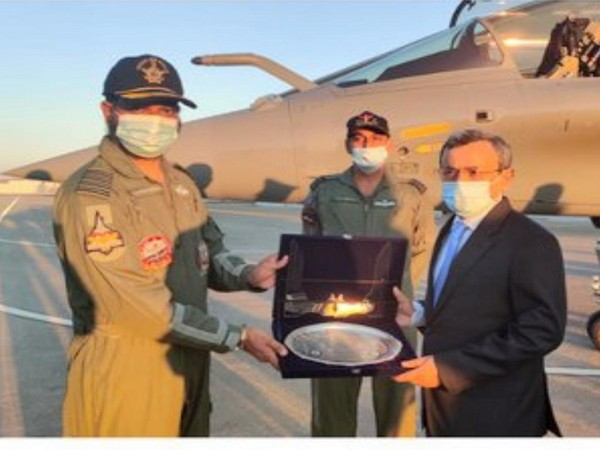Indian Ambassador to France with the Commanding Officer of the 17 Golden Arrows squadron which will be the first Rafale aircraft unit in the Indian Air Force.