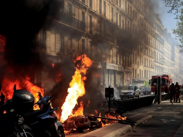 Visuals from Yellow Vest protests in Paris, France on April 20 (Photo/Reuters)
